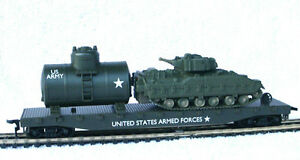 HO-SCALE-MODEL-POWER-ARMY-MILITARY-FLAT-W-BRADLEY-AND-GAS-TANK