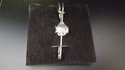 """Fish Pt84 Silver Emblem On A Scarf And Kilt Pin Pewter 3"""" 7.5 Cm Pins & Brooches"""