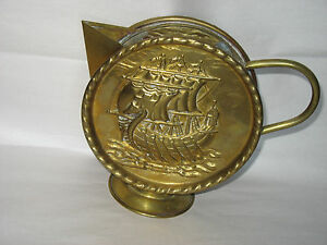 Vintage-VIKING-sailing-SHIP-Moon-Flask-Shaped-Brass-Copper-Jug-pitcher-Nautical