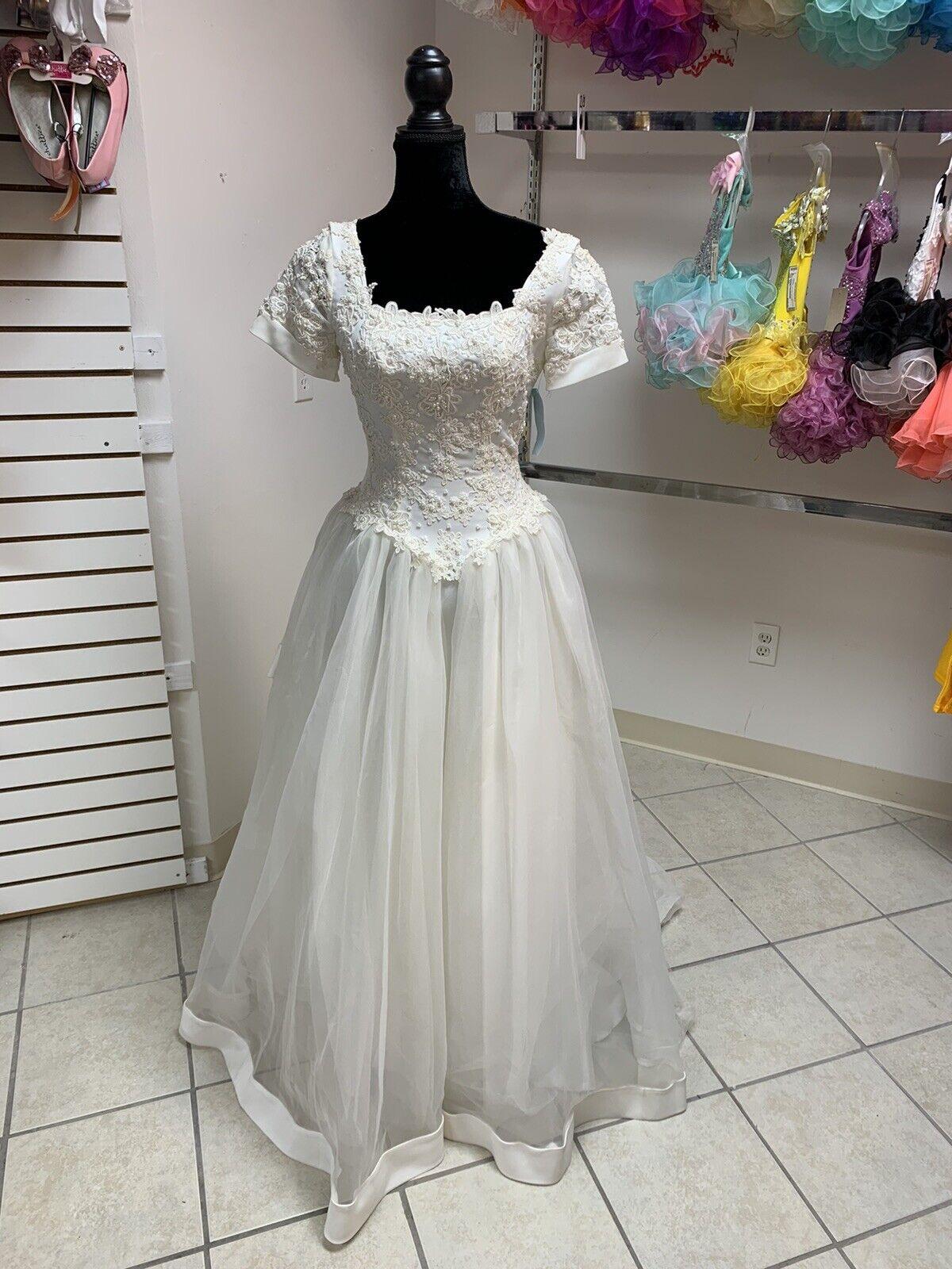 Size 6 Ivory Off White Beaded Short Sleeve Wedding Dress w/Train NWT