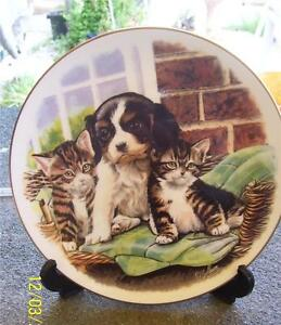 PRETTY-ROYAL-ALBERT-039-PLAYFUL-FRIENDS-039-CUDDLE-UP-CLOSE-DISPLAY-PLATE
