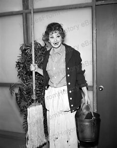 8x10-Print-Lucille-Ball-The-Lucy-Show-1962-LB21