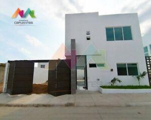Casa en Venta en Senderos Residencial, Manzanillo, Colima 4 Recámaras