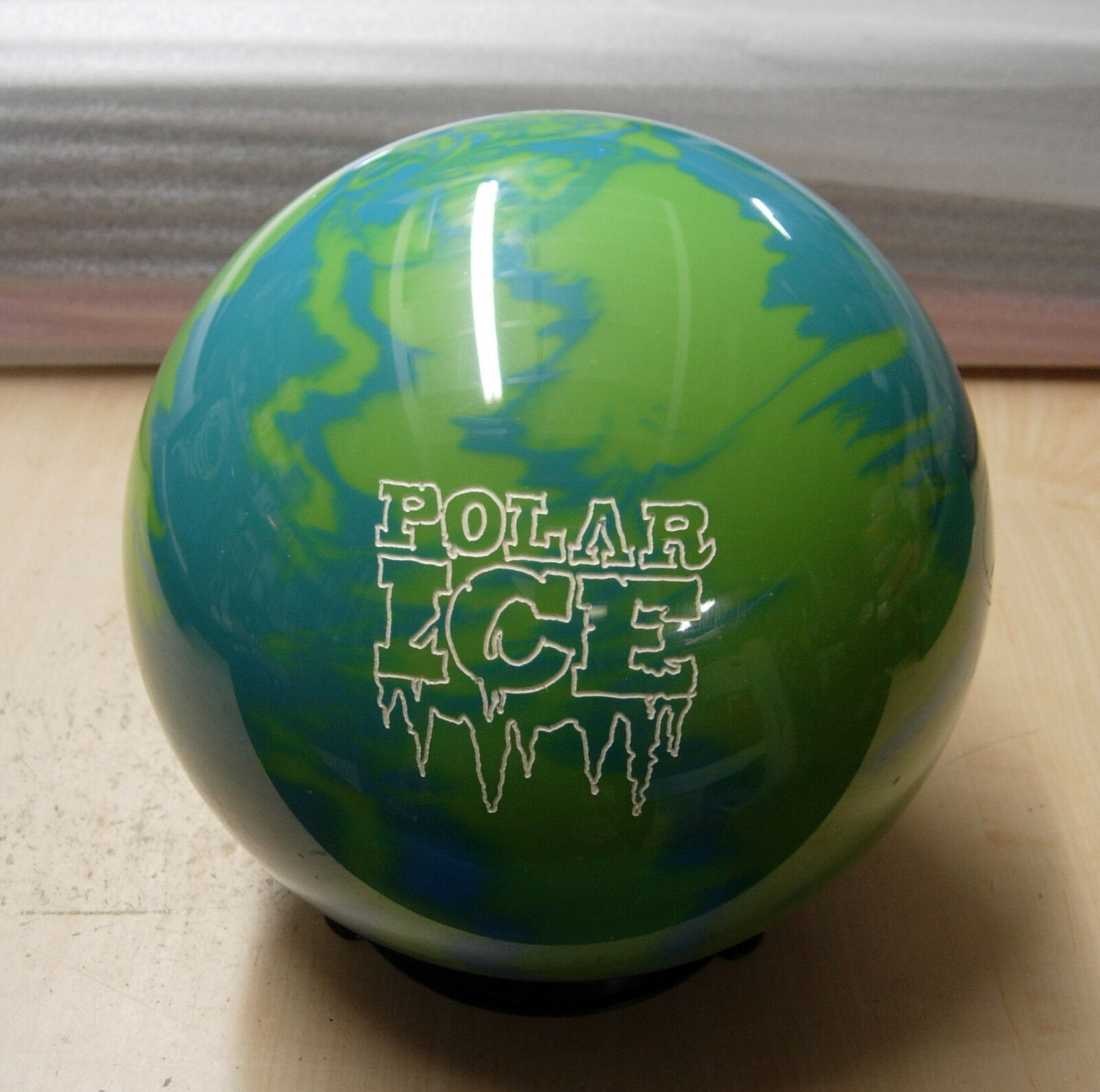 10Former Display wo orig box Storm POLAR ICE Green bluee URETHANE Bowling Ball