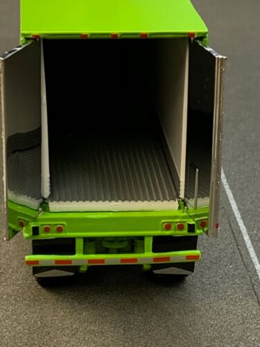 1//64 DCP CHROME//LIME GREEN 53/' UTILITY 3000R THERMO KING REEFER TRAILER