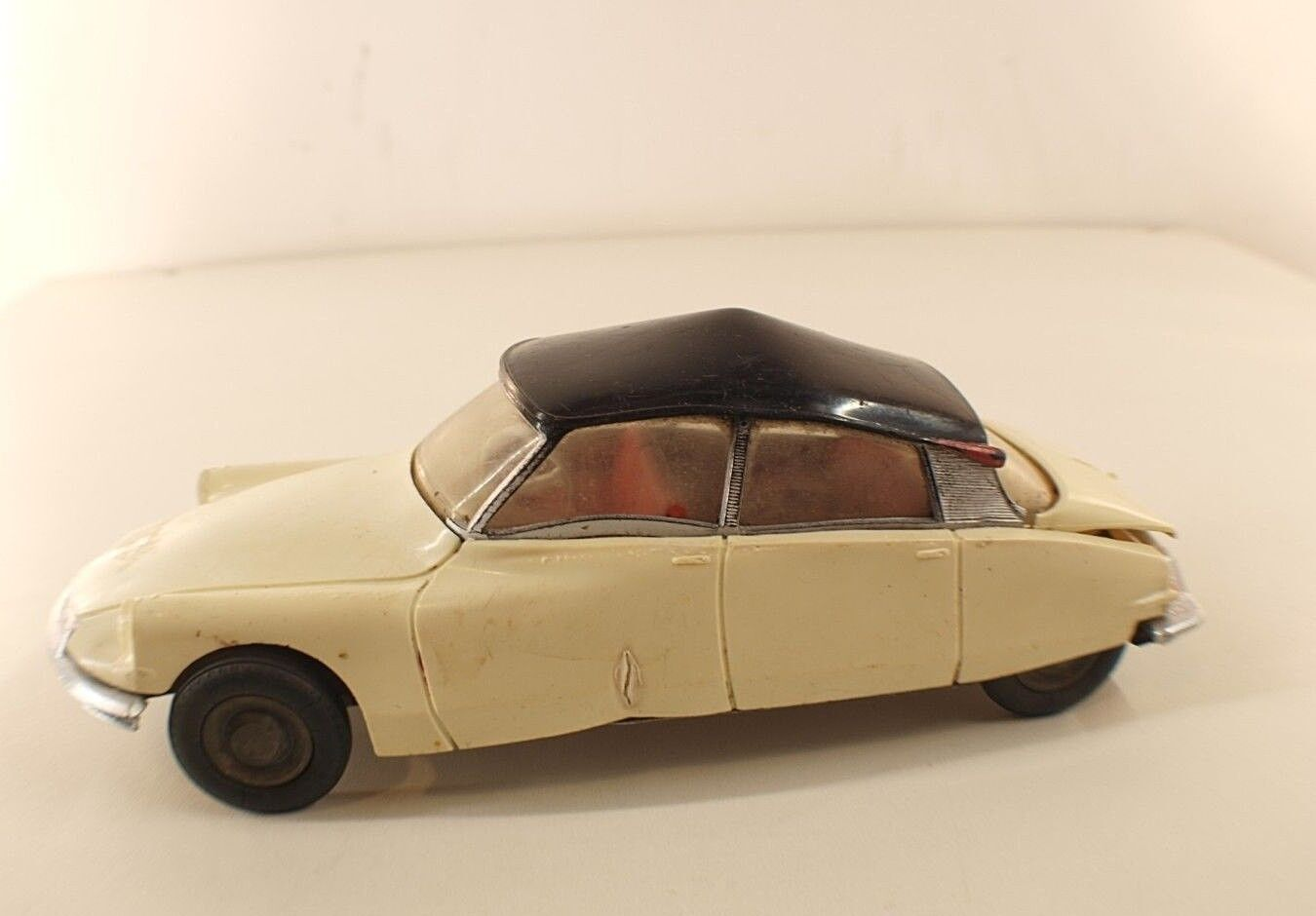 JEP France n° 7374 Citroën DS 19 de 1957 friction plastique 22 cm RARE toy car