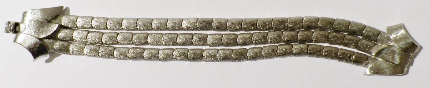 Bracelet vintage signé KRAMER top qualité 3 rangs color silver  3783