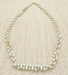 Crown-Trifari-Faux-Pearl-White-Bead-Beaded-Gold-Tone-Twisted-Necklace
