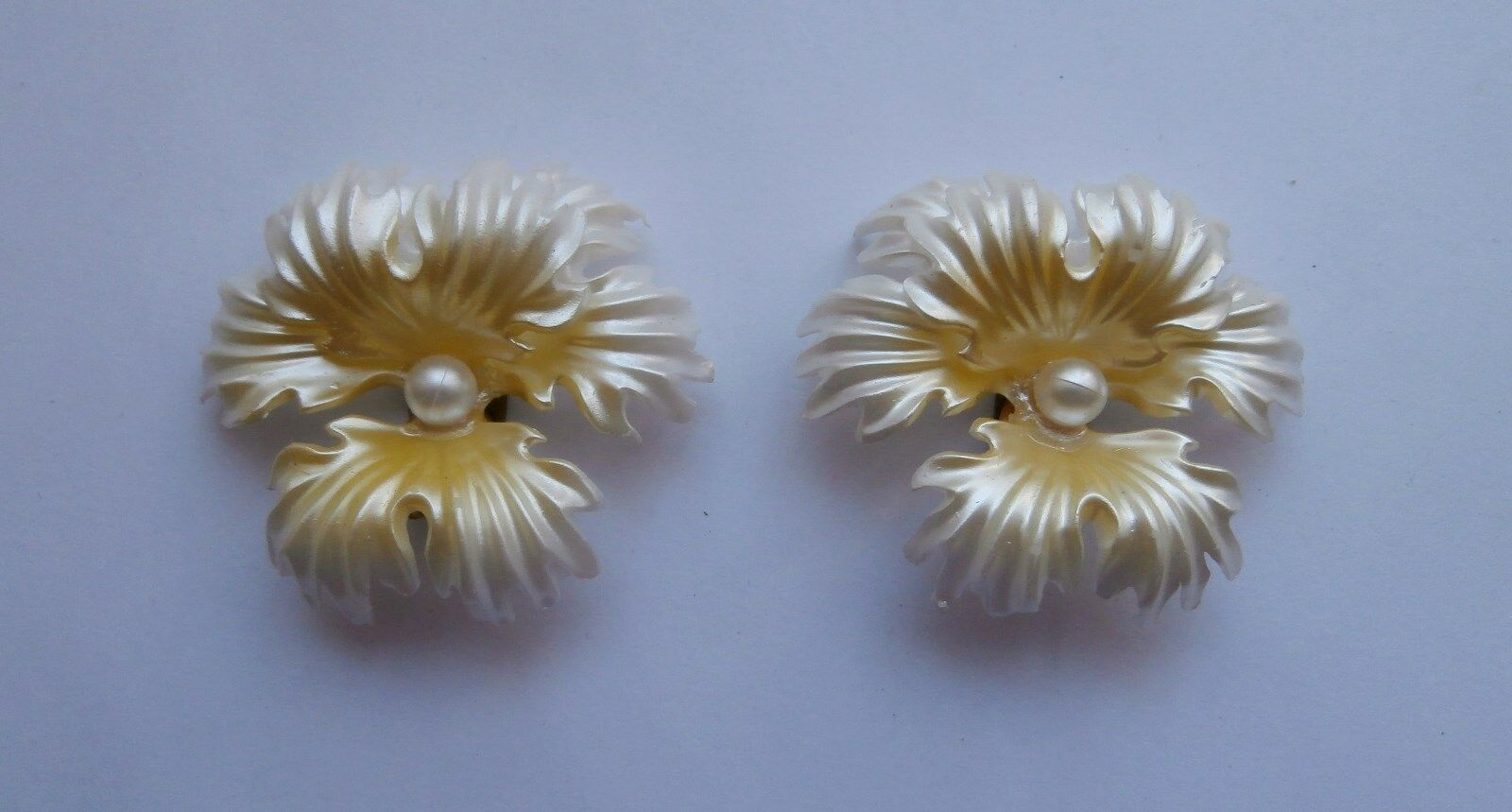 BN Vintage 1950s Yellow & White Plastic Orchid Design Clip-on Earrings Deadstock