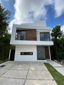 Moderna casa en Residencial Aqua.