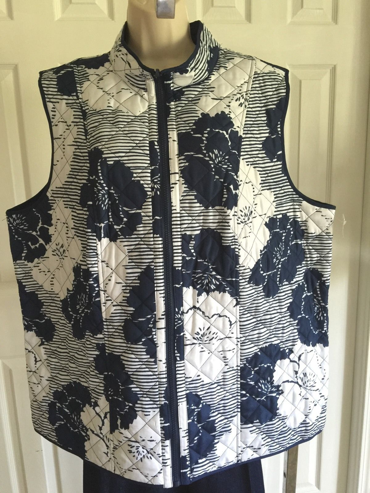 Alfred Dunner Woman outdoor quilted zip vest navy bluee white 18W