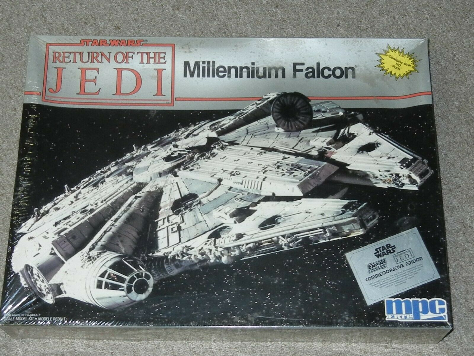 stjärna Wars Millennium Falcon modell kit MISB rödJ Commeration 1989