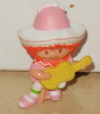 1980 Kenner Mini PVC figure Strawberry Shortcake Cafe Ole with Guitar
