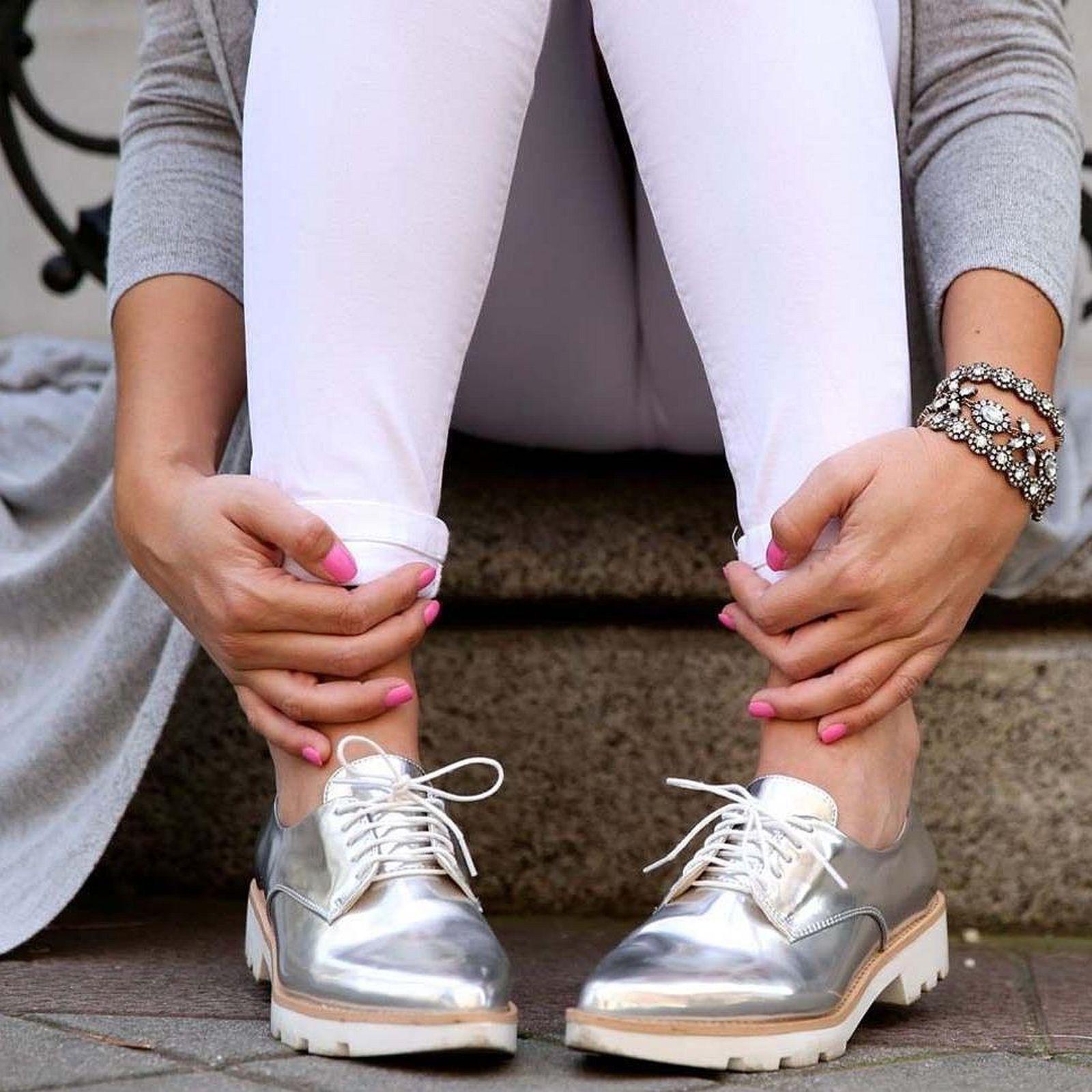 supporto al dettaglio all'ingrosso Zara Zara Zara argentoo Metallico brevetto Blucher Scarpe CON TACCO PIATTO MISURA 8EUR ULTIMA TAGLIA  nuovo stile
