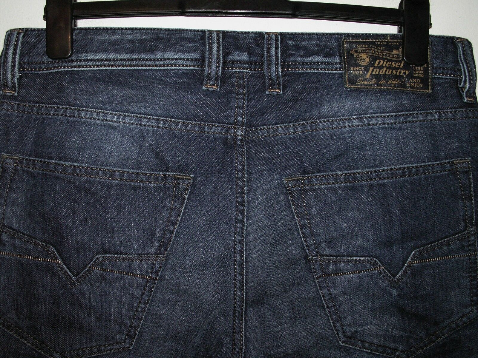 Diesel larkee-relaxed comfort-straight jeans 833N W32 L30 a3449 129.99 now 89.99