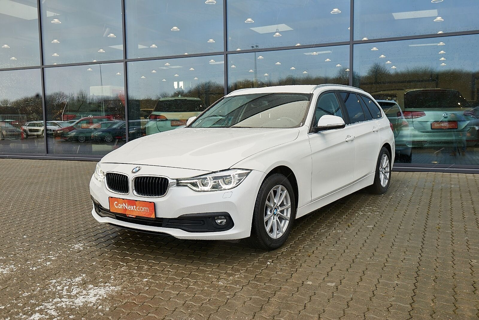 BMW 320d 2,0 Touring Executive aut. 5d - 264.900 kr.