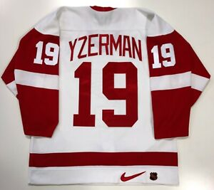 STEVE-YZERMAN-DETROIT-RED-WINGS-AUTHENTIC-NIKE-1997-STANLEY-CUP-JERSEY-SIZE-48