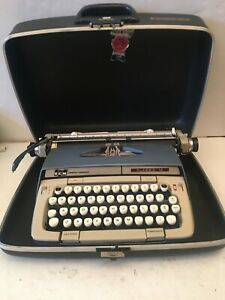 Smith-Corona SCM  Portable Manual Typewriter Classic 12 with Case