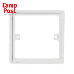 Bon CœUr 5 X Blanc 1 Gang Square 10mm Socket Switch Back Box Espaceur Plaque Cadre-afficher Le Titre D'origine Saveur Pure Et Douce