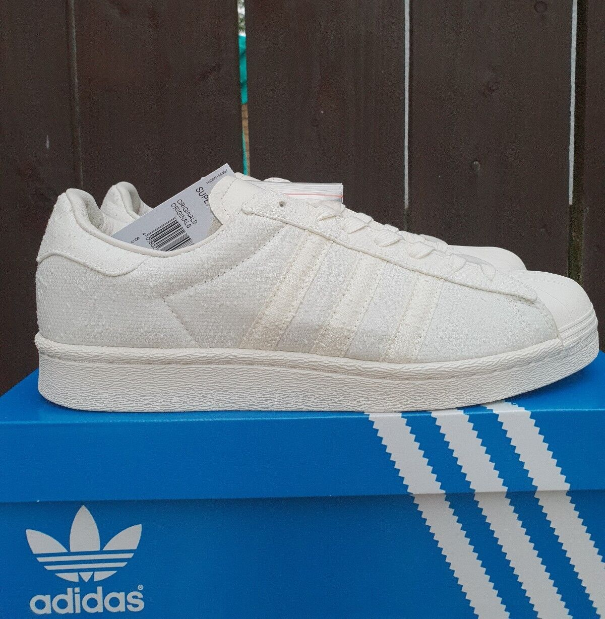 Adidas superstar boost taille 9,5 UK