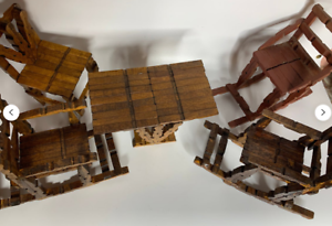 chaises en bois miniatures vintage table