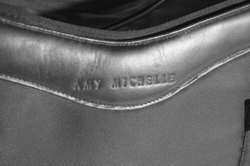 Amy Michelle nwts luiertas met zwarte rode binnenzijde STSxPq