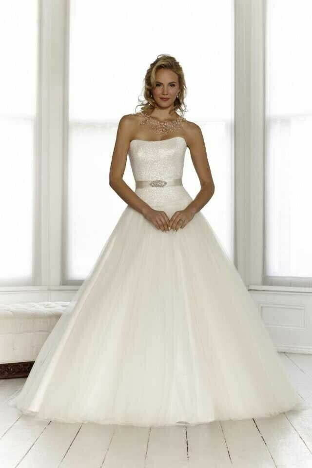 New authentic Sassi Holford 'Summer' wedding dress, strapless ball gown, size 10