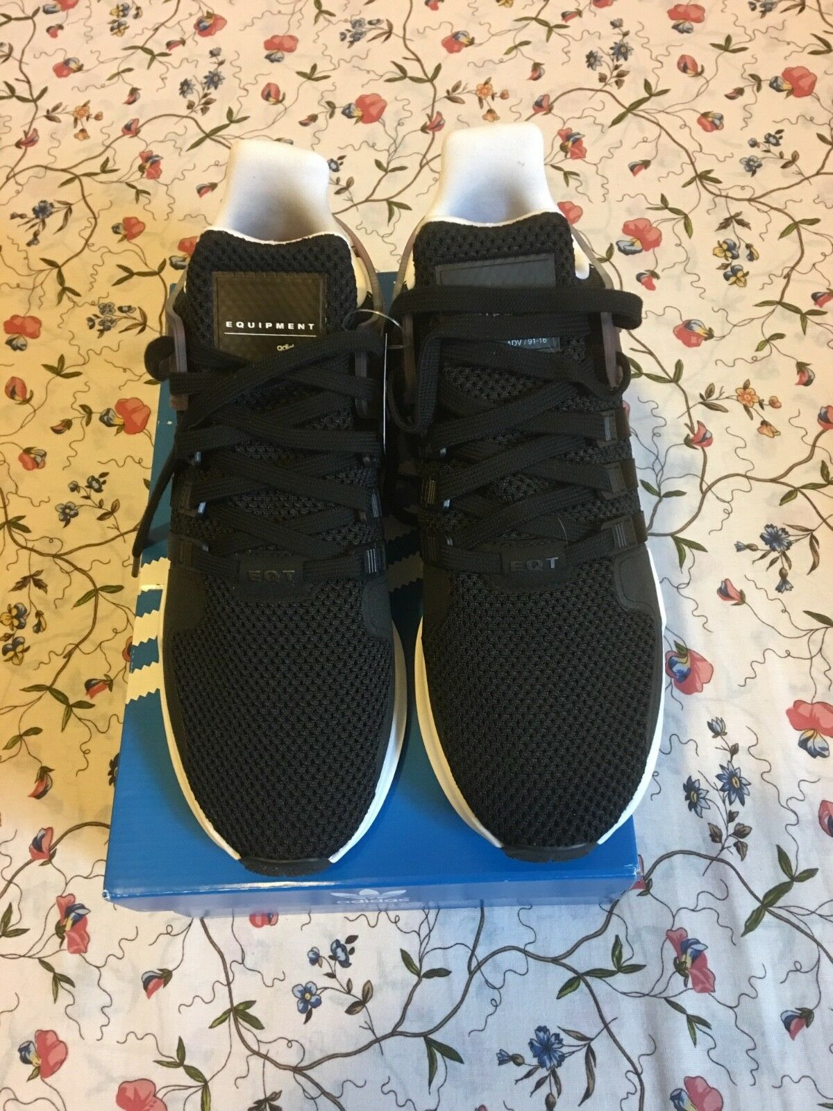 Adidas men shoes size 9 newwith tag