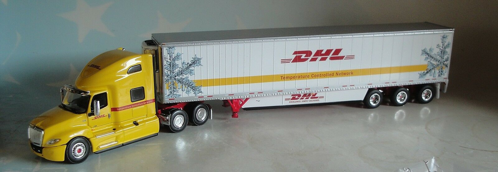 DCP DHL INTERNATIONAL HIGH ROOF W 53 WABAH REEFER TRI AXLE DIECAST 1 64 34207