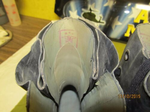 EXTREME COLD WEATHER MICKEY MOUSE BOOTS GOOD TO 20 NO VALVE sz  6 7 9