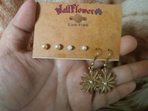 CLOSEOUT-SALE-Imported-From-USA-24-Wallflower-3-Pairs-Earrings-B-1