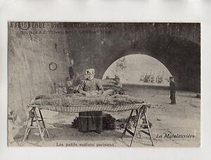 Berufe-de-Paris-die-matelassiere-B3487