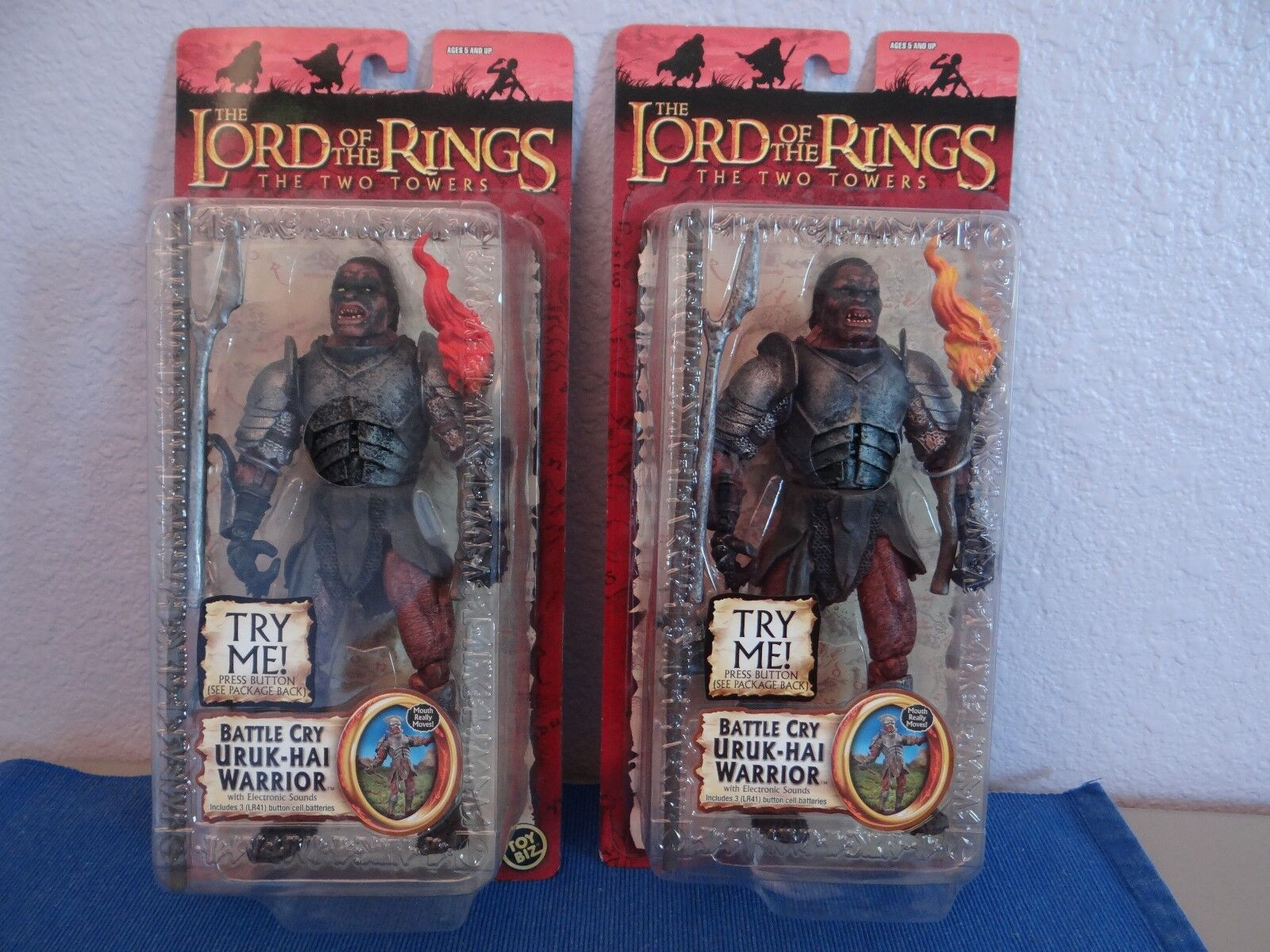 2  BATTLE CRY URUK HAI WARRIORS LOTR THE TWO TOWERS TOY BIZ (Both Flame Farbes)