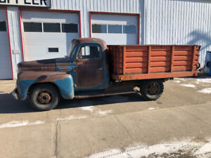 '52 IHC dump truck