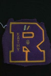VINTAGE-1960-039-S-SCHOOL-SWEATER-PURPLE-amp-GOLD-WOOL-CHENILLE-PATCH-5-1-2-034-X-6-1-2