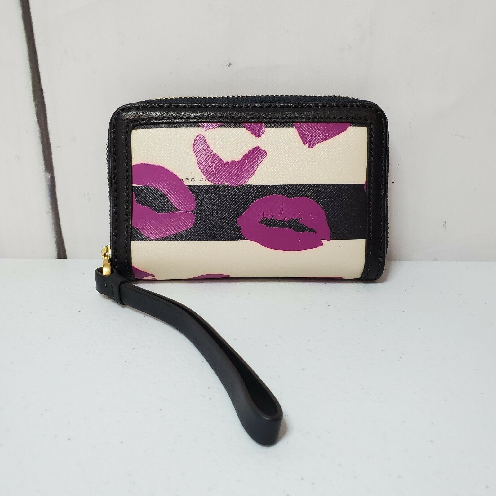 Marc by Marc Jacobs Eazy Lips Navy Blue Ivory Zip Leather Wallet Wristlet Strap