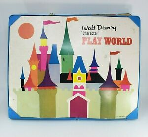 VINTAGE-WALT-DISNEY-CHARACTER-PLAY-WORLD-AMUSEMENT-PARK-PLAYSET-TRAIN-CASE-TOY