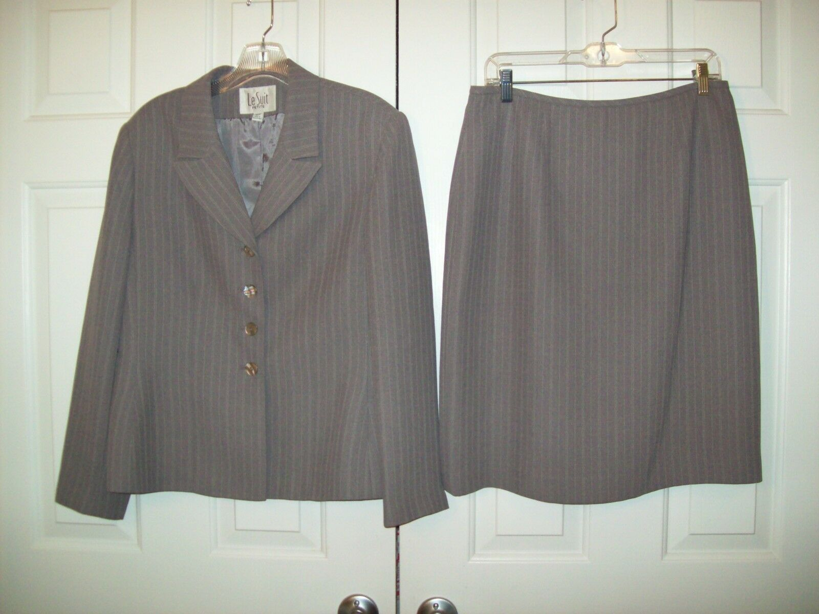 Le Suit lined polyester blend mauve skirt suit size 12P
