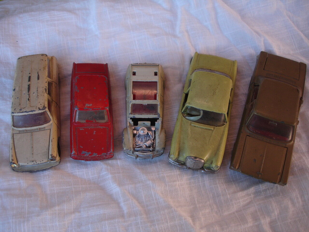 LOT 5 VOITURES ANCIENNES 4 DINKY TOYS 1 SOLIDO