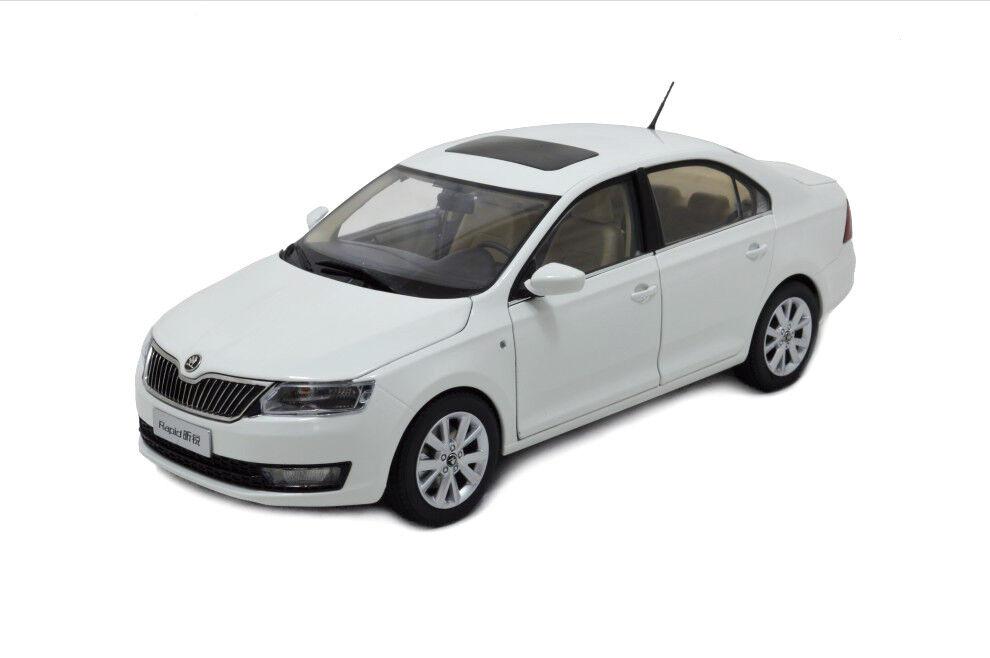 1   18 18 skala skoda rapid 2013 Weiß ein diecast modell auto paudimodel