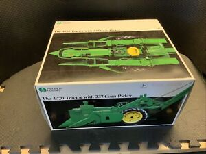 John Deere Precision Classics - The 4020 Tractor With 237 Corn Picker Box Only