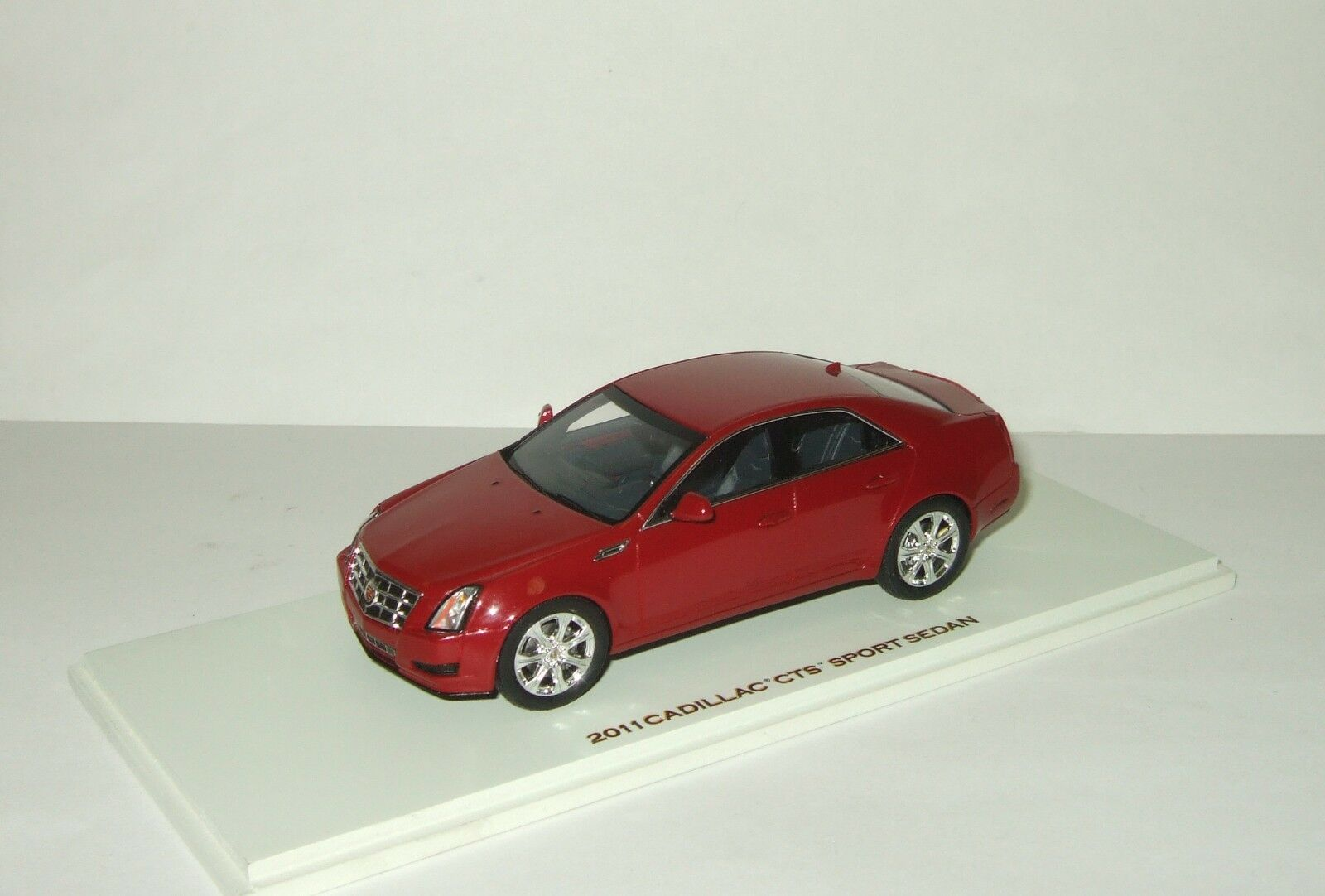 Illac CTS Sport Sedan 2011 rouge LUXURY COLLECTIBLES SPARK 1 43