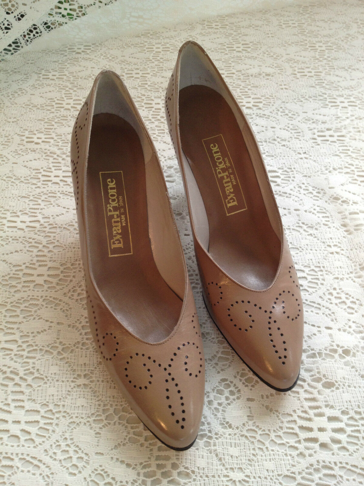 LADY'S TAUPE ALL LEATHER PUMP DRESS SHOES NWOB EVAN PICONE SIZE 9 N
