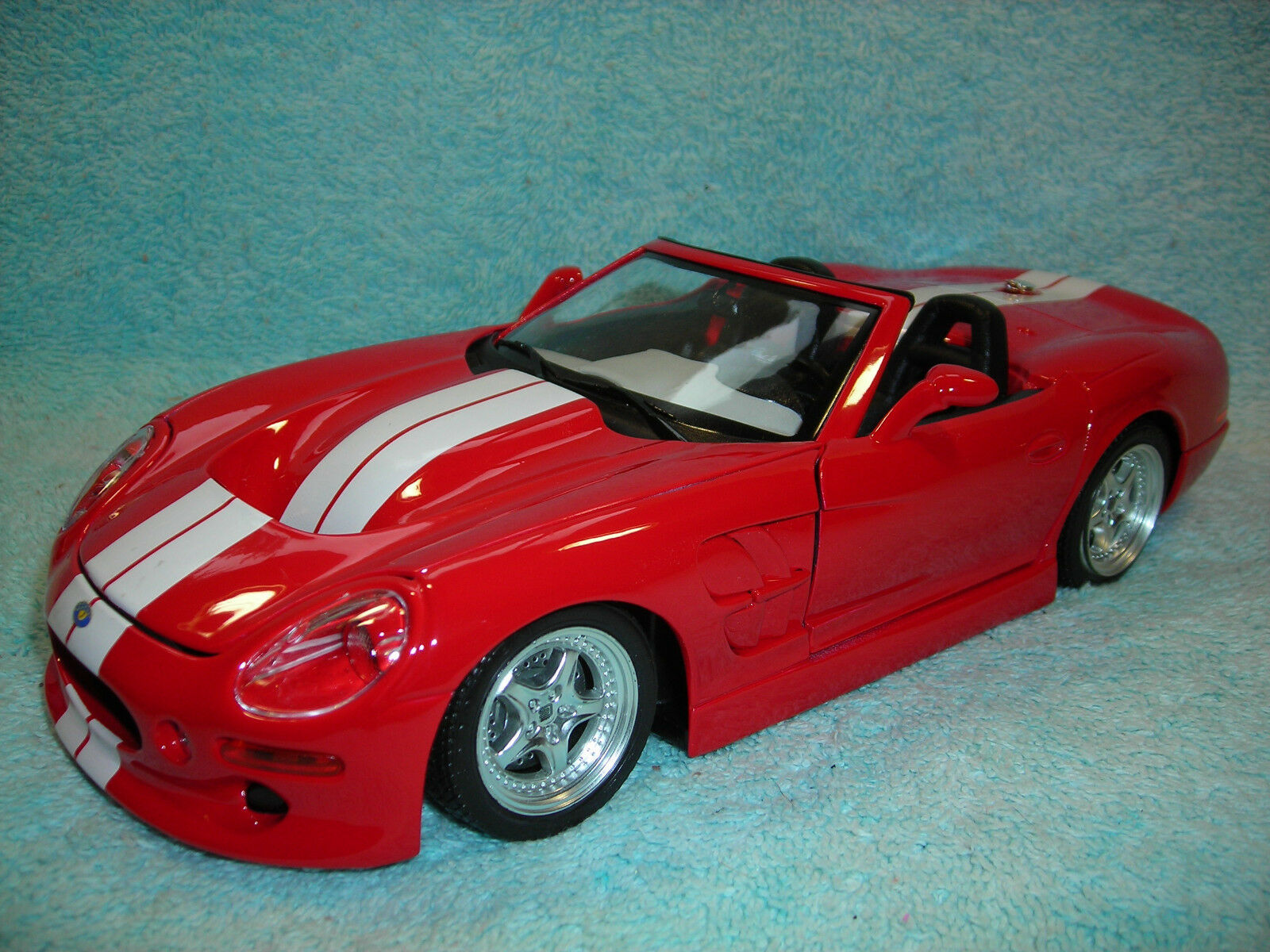 1 18 DIECAST FORD SHELBY SERIES 1 COBRA  IN RED WHITE STRIPES BY BBURAGO.