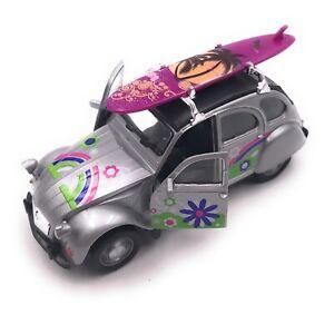 Citroen-2CV-Modele-en-Argent-Planche-de-Surf-Toit-Fleur-Masstab-1-3-4-Licence