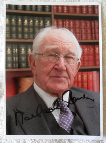 EX PRIME MINISTER MALCOLM FRASER AUSTRALIA SIGNED IN PERSON 8 x 6 Inch Photo
