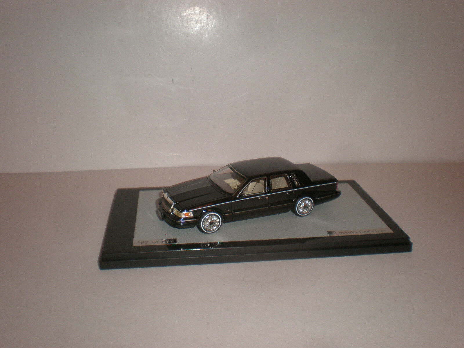 1 43 1997 Lincoln Town Car nero GLM 43102801