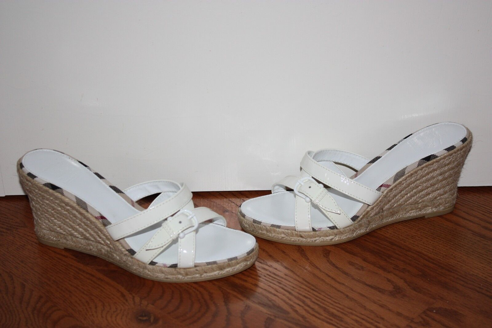 Nueva camiseta para Sandalias Mujer blancoo Charol Sandalias para De Cuña De Burberry Talla 38 6ef56d