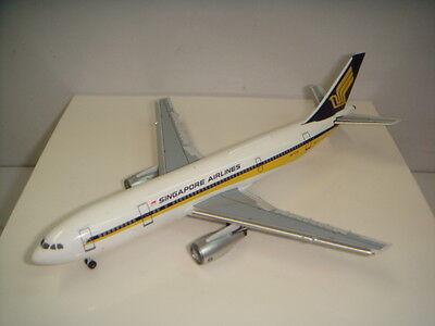 Model Plane ACB6572 Aeroclassics 1:400 Juneyao Airlines Airbus A320-200 B-6572