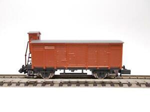 ARNOLD Gedeckter Güterwagen mit Bremserhaus (43713)